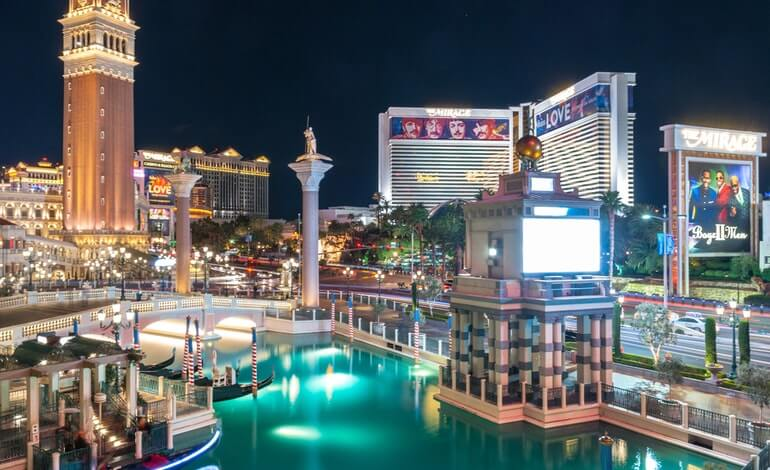 Las Vegas Casinos Bring in Record-Breaking $794 Million in July featured image